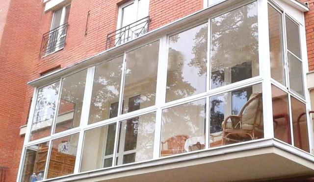 Панорамное остекление балкона (Французское остекление балконов)
