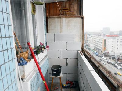 Строительство парапета балкона из пеноблоков