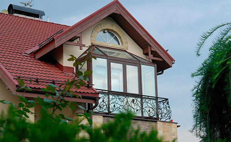 Варианты остекления балкона в частном доме