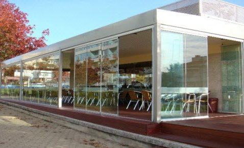 Безрамное панорамное остекление кафе и ресторанов
