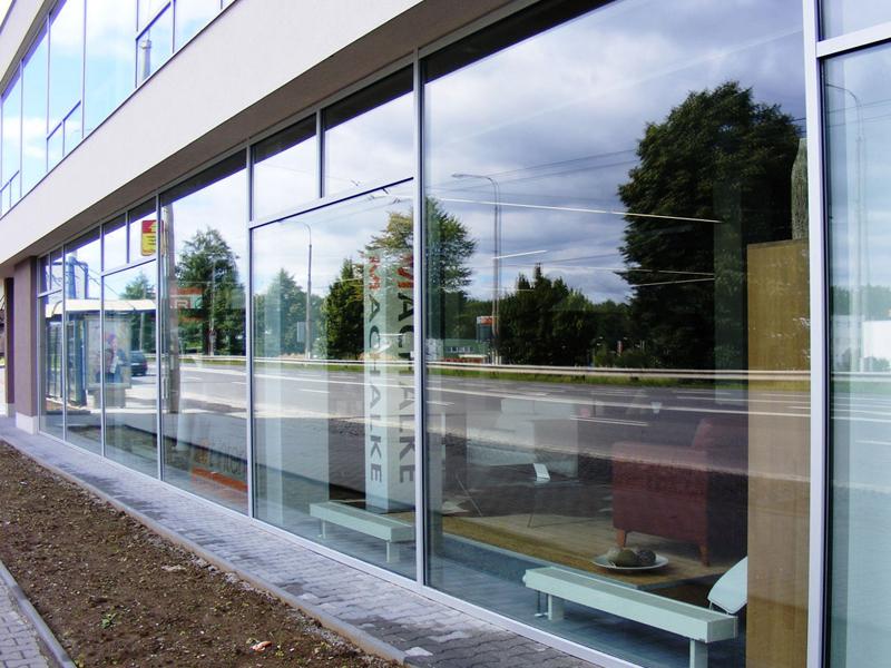 Остекление витрин в торговых точках