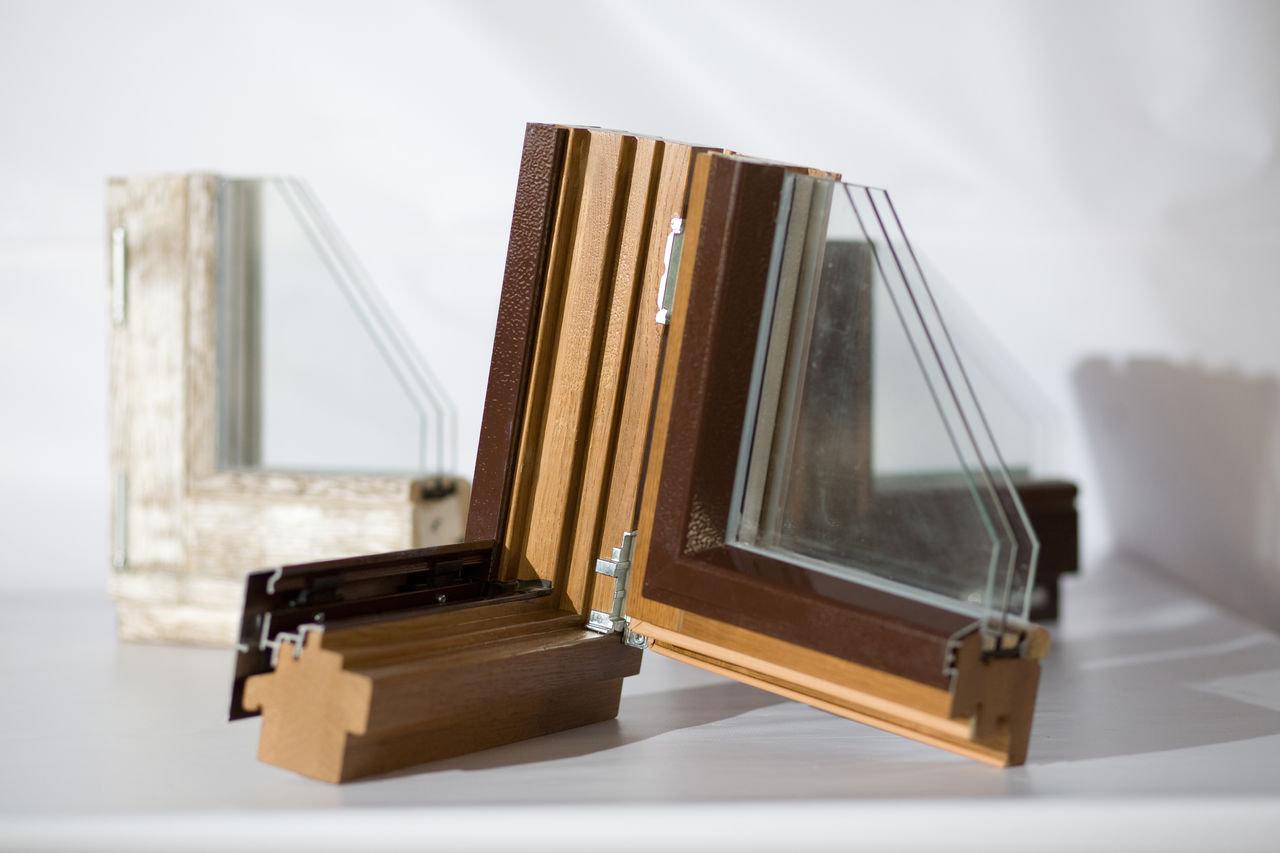 Деревянные окна из лиственницы с с алюминиевыми накладками