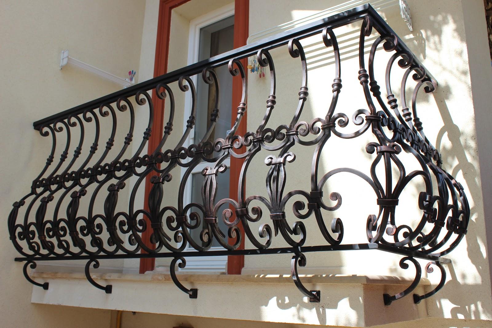 Французский кованый балкон - С площадкой